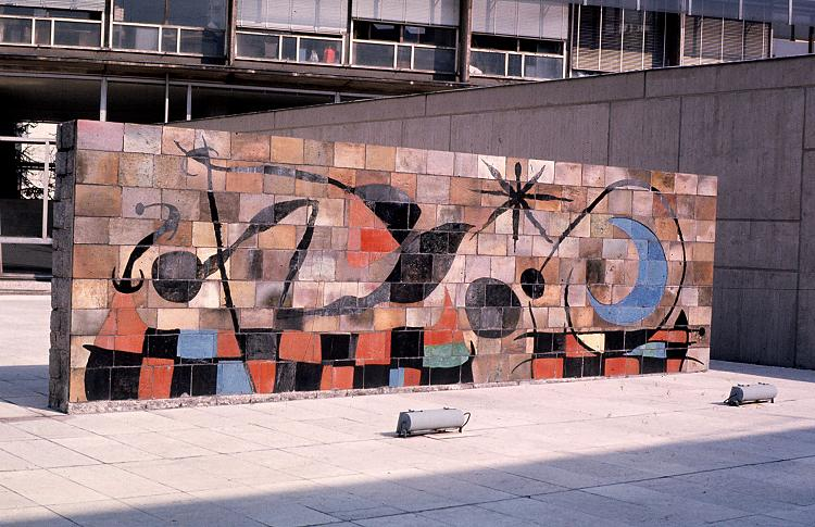 Miro joan 1893 1983 avec jose llorens artigas la lune for Mural la misma luna